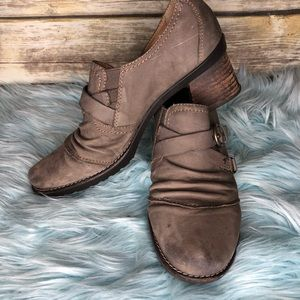 Earth shoes waft stone chunky heel ankle bootie 11